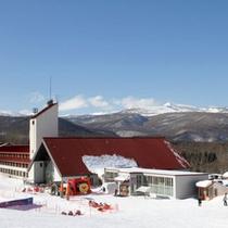 *【外観】八幡平の雄大な自然に包まれた冬の当館