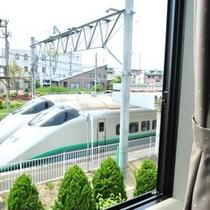 ■客室から見える新幹線