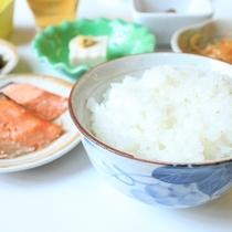 【ご朝食メニュー】       炊き立てごはんととともに。