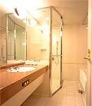 独立シャワーブース付バスルーム