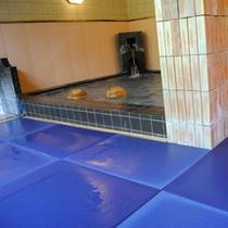 温泉浴場-畳敷きの温泉