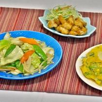 野菜炒めとサイドメニュー