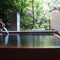 <坂戸和室タイプ>の一例 温泉の半露天風呂