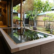 <坂戸和洋室タイプ> 温泉の露天風呂