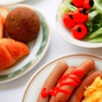 朝朝6時30分から9時までが営業時間です。お腹いっぱい食べて一日の活力UP!