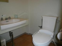 お風呂無しのお部屋は洗面台が広く身支度には便利です