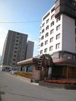 ホテル外観・水車