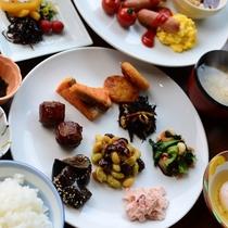 朝食:和食、洋食おすきなだけどうぞ