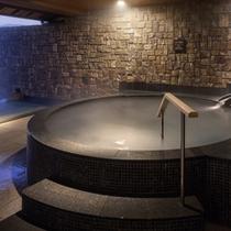 露天風呂に設置されている、シルク風呂