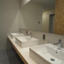 *大広間にお泊りの方用に広めの洗面所ももございます。