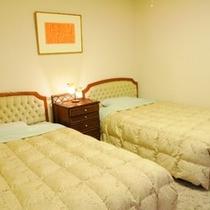 □セミスウィート寝室