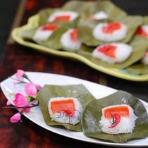 お祭りに欠かせない「柿の葉寿司」(春)