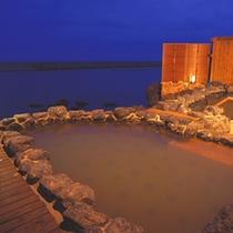 〓「天宮の雫」1F波打ち際の露天風呂〓
