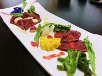 桜肉(馬肉)のタタキ洋風ソース添え