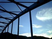 【お部屋からの眺め】近くの湯野上橋の風景。