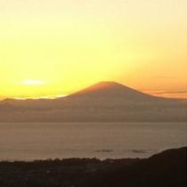 【相模湾と富士山】湘南国際村の展望台から撮影した景色になります。ドライブで行って頂きたい場所です。