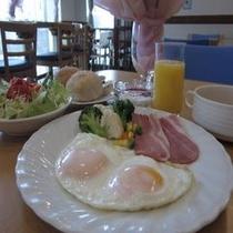 【朝食 洋食一例】1日のはじまりを栄養の整った朝食から!特にビジネスマンのお客様に人気の洋食の朝食