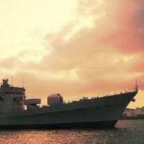 【観光情報】横須賀港は今から約160年前に米国ペリー艦隊が上陸して以来海軍港として発展してきました