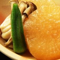 夕食にお出ししている大根の煮物のイメージです