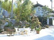 蔵のある前庭