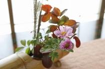 お部屋の小さな生け花