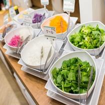 朝食:有機JAS認定野菜使用のサラダ