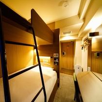 客室:スーパールーム 140cmダブルベッド+100cmシングルロフトベッド 計2ベッド