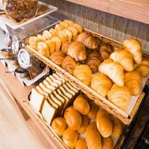 朝食:ホテルのパン