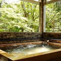 開放感あふれる露天風呂