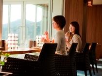 瀬戸内の穏やかな眺めに癒されるロビー喫茶「ニース」