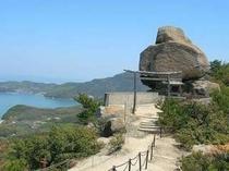 絶景のパワースポット「重ね岩」