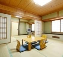 2間続きの広々和室です