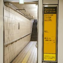 地下鉄東山線栄2番出口が最寄です。