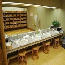 大浴場脱衣場の洗面台
