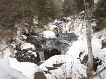 凍りつ奥蓼科の渋川