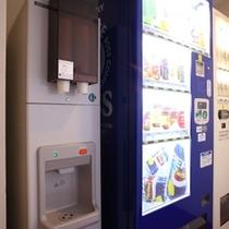 3・5・7階に自販機、5階に製氷機がございます
