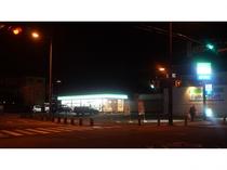 ◇ファミリーマート◇ 徒歩1分 夜間の買い物にも便利です♪