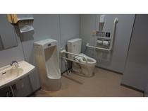 ◇多目的トイレ◇ エントランス脇に設置しております。
