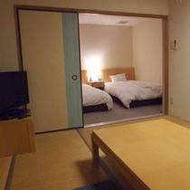 *【和洋室】洋室のベッド2台に6畳(9畳)40㎡(45㎡)の和室。
