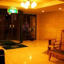 *【ロビー】ホテルの門限は深夜1:00に完全クローズとなりますのでご注意ください。