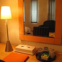*全客室にネット環境完備。LANケーブルはお部屋にご用意しております。