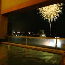 露天風呂からの花火
