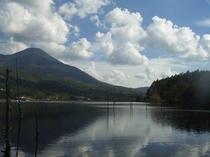 女神湖からの蓼科山