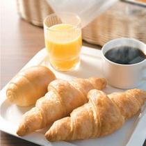 焼きたてパンの朝食無料サービス