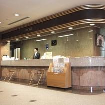 ホテル棟・1階フロントカウンター