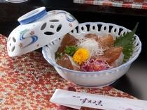 りゅうきゅう丼 〜新鮮なお刺身を甘辛い漬け汁につけてたっぷりといただく