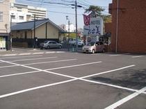 ホテル松美駐車場と海門寺温泉・公園ビュー