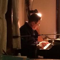 オーナーによるピアノの生演奏が行われることも。