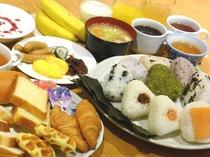 無料の和洋バイキング朝食◎おにぎり・お味噌汁・パン・スープ・ボイルソーセージ・新鮮野菜のサラダなど