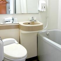 バスルーム☆バス、多機能シャワー、ドライヤー、温水洗浄機付トイレを備えております